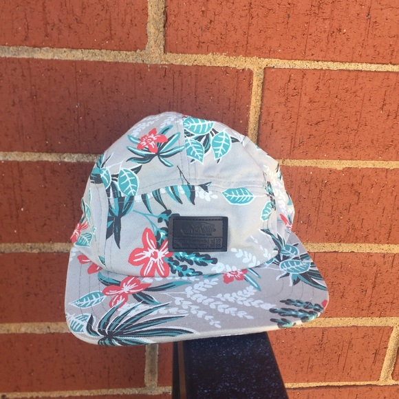 9beba7e59d2 VANS Grey Flowered Hat Cap Unisex. M 5b8eb2777ee9e2eb904d5774. Other  Accessories ...